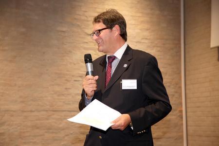 Wissenschaftlicher Leiter der Univ.-Professor Dr. Dr. habil Wolfgang Becker von der Otto-Friedrich-Universität in Bamberg