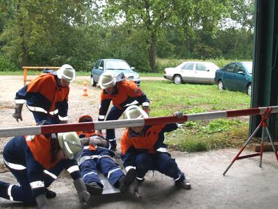 Die Jugendfeuerwehrgruppen mussten neun Aufgaben lösen, die ihr Feuerwehrwissen testeten.
