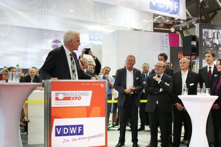 Ministerpräsident Winfried Kretschmann bei seiner Laudatio zum 25-jährigen Bestehen des VDWF