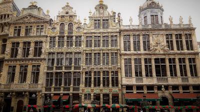 Prachtfassaden auf dem Grand Place in Brüssel - Wer hält sie sauber? (Foto: Achim Zielke)