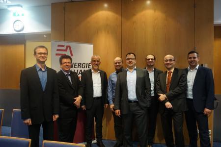 Blicken dem CRM-Projekt optimistisch entgegen (von links): Claudius Goroll (FIT), Christian Wojta (EAA), Jörg Heitmann (EVE), Thomas Holzinger (EAA), Thorsten Fischer (FIT), Philip Payer (EAA), Jörg Sollfelner (EAA) und Karsten Baakes (EVE) (Bild: EVE)