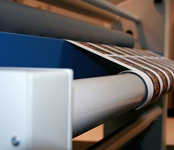 A roll-to-roll kit is available for the Seal 62 Base as an option to fully automate the lamination process.