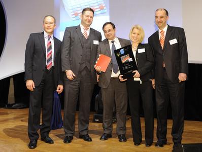 Bernhard Niemela, Deutscher Drucker Verlagsgesellschaft (left) and the Kugler-Womako team at the Awards Ceremony