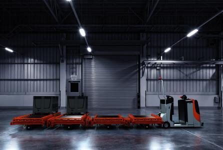 Automatische Lastabgabe/              -aufnahme: Um die Last abzugeben oder aufzunehmen, wird der automatisierte E-Rahmen vor die Übergabestation gefahren. Zwei Sensoren sorgen dafür, dass sich der E-Rahmen durch Absenken und Positionieren mit der Übergabestation kontaktiert / Foto: STILL GmbH