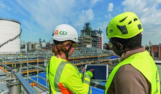 Bild 1 Eine moderne, BIM-basierte Gerüstplanung und innovative PERI Systeme unterstützten den Bau der neuen Vitamin-A-Komplex bei BASF SE in Ludwigshafen. (Foto: PERI Deutschland)