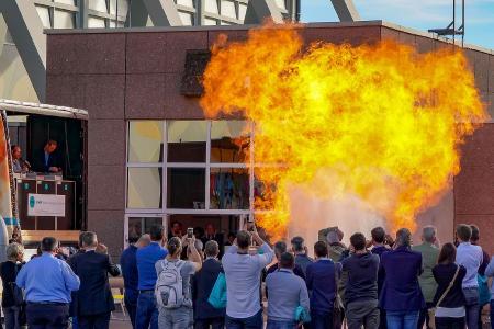 Als wahrer Zuschauermagnet auf der SOLIDS und Recycling-Technik erwiesen sich die Schauexplosionen