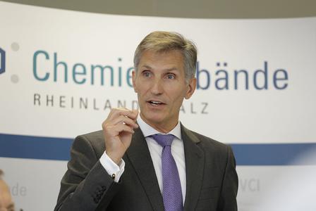 Dr. Harald Schaub fordert Schulfach Wirtschaft