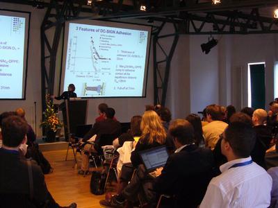 Professor Deborah Leckband von der Universität Illinois während ihres Vortrages in der SPM Session des JPK Symposiums in Berlin.