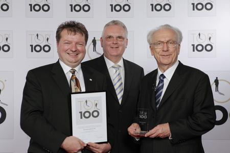 Im Rahmen einer feierlichen Preisverleihung wurde die ACI-ecotec als einer der Top-Innovatoren des Jahres 2010 ausgezeichnet. Prof. Dr. h. c. Lothar Späth (re); Mentor des Top 100 Wettbewerbs, überreichte im Beisein von Emil Maser (mi), Bürgermeister der Gemeinde Zimmern ob Rottweil, Urkunde und Pokal an Geschäftsführer Karl-Heinz Menauer (li).