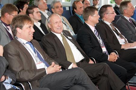 Dr. Klaus Vogt, AEB-Firmengründer Peter Michael Belz, Festtagsredner von Hugo Boss, AEG Electric Tools und Festo AG