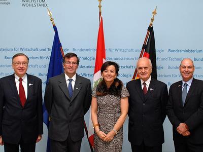 Staatssekretärin im BMWi Anne Ruth Herkes beim Treffen mit dem peruanischen Außenhandels- und Tourismusminister José Luis Silva Martinot (2.v.l.) / © BMWi