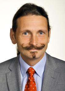 Prof. Dr. Rudolf Large vom Lehrstuhl für Allgemeine Betriebswirt-schaftslehre, Logistik- und Beschaffungsmanagement bietet EL-VIS wissenschaftliche Unterstützung gegen den Fahrermangel (Foto: Fotostudio Fischer)