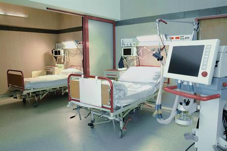 Sieht so das Krankenzimmer der Zukunft aus? Antimikrobielle Kupferwerkstoffe bei hochfrequentierten Kontaktflächen unterstützen die Standardhygienemaßnahmen (Foto: Deutsches Kupferinstitut Berufsverband)