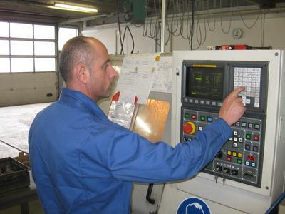 Techpilot sorgt für die Aufträge – MBT Herrous für deren hochqualitative Umsetzung: In regelmäßigen Abständen wird die Maßhaltigkeit der produzierten Teile kontrolliert.