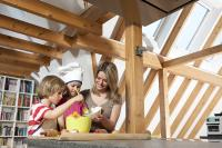 Wohnräume unterm Dach haben einen ganz eigenen Charme und lassen sich zu jeder Jahreszeit nutzen, wenn sie eine gute Wärmedämmung besitzen.