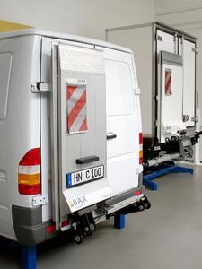 Die Cargolifte gibt es in unterschiedlichen Ausführungen. Durch die leistungsstarke Produktion können Kundenwünsche schnell erfüllt werden