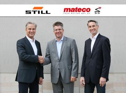 STILL und mateco nehmen künftig Produkte des Partnerunternehmens in das eigene Mietprogramm auf. Im Bild: Bert-Jan Knoef, Vorsitzender der STILL Geschäftsführung, Armin Rappen, Vorstandsvorsitzender der mateco AG, und Marco-Andre Riewe, Leiter Business Line Miete/Gebraucht von STILL (v.l.n.r.) (Foto: STILL GmbH)