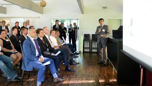 Christof Roßbroich präsentiert die XCOM AG