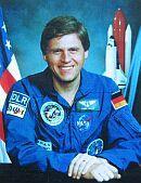 """Titel der Keynote von Prof. Dr. Ulrich Walter: """"Was zum Teufel machen Astronauten im Himmel?"""""""