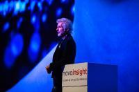 """novoinsight 2019: Bestsellerautor Frank Schätzing hielt die Keynote - """"Von Schmetterlingen und Tyrannen"""" / Copyright: novomind"""