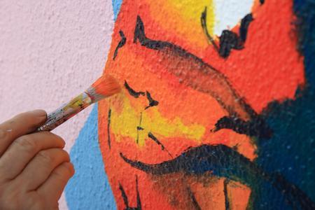 Alles ist möglich - mit Amphibolin-Fassadenfarben . Selbst pastellige Verläufe und Nass-in-Nass-Aufträge setzten den Künstlern keinerlei Grenzen