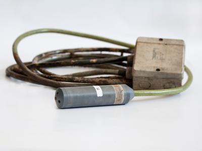 So sieht Langlebigkeit aus: Die Tauchsonde LMP 808 von BD SENSORS war über ein viertel Jahrhundert bei der Firma Gemüsebau Schäffer zur Pegelstandsmessung eines Regenwassertanks im Einsatz.