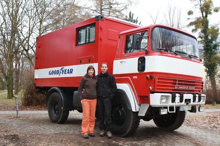 Die Darmstädter Jan Riedel und Esther Krings starten mit Unterstützung von Goodyear eine Weltreise in einem ehemaligen Schweizer Feuerwehrauto