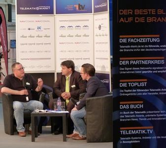 Mathias Uebelacker (l.) und Sampo Hietanen (m.) im Interview mit Peter Klischewsky (r.) Bild: Telematik-Markt.de