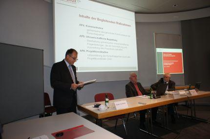 Erfahrungen aus der Praxis, durch gesicherte Feldtestergebnisse belegt: Guido Gummert auf der f-cell, Stuttgart (Bild presscontact)