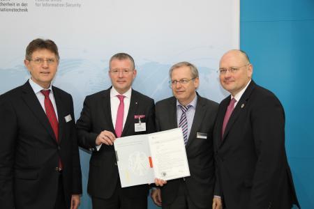 (von links nach rechts: Klaus Vitt, Dr. Stephan Klein, Bernd Kowalski und Arne Schönbohm)