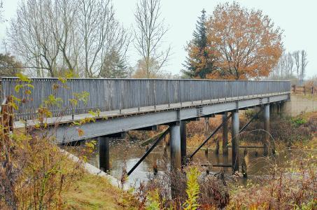Die 1977 gebaute, 43 m lange Brücke ist Deutschlands erste feuerverzinkte Straßenbrücke
