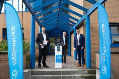 Staatsminister Dulig und Prof. Dr. Hufenbach gratulierten Geschäftsführer Dr. Jens Werner zur TOP 100 Auszeichnung