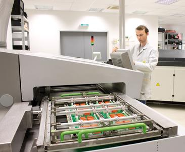 Um die Qualität, Produktivität und Prozesssicherheit beim Löten von Flachbaugruppen weiter zu steigern, verwendet HESCH eine neue Lötwelle