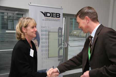 Persönliche Begrüßung der Teilnehmer zum 9. VDEB-Infotag