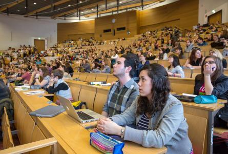 Studium an der Fakultät für Wirtschaftswissenschaften und Medien der TU Ilmenau in Vor-Corona-Zeiten