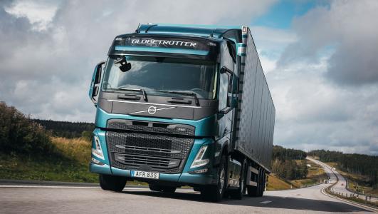 Der neue Volvo FM für Schwerlasteinsätze ist als der ultimative Arbeitsplatz auf Rädern in allen Segmenten konzipiert