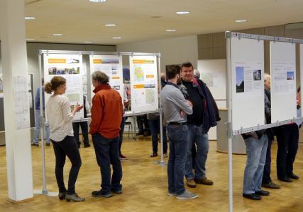 Die Bietergemeinschaft informierte mit einer Posterausstellung über die Planungen