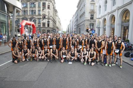 Starkes Team - STILL startet mit 58 Teilnehmern beim Hamburg Triathlon / Foto: STILL GmbH