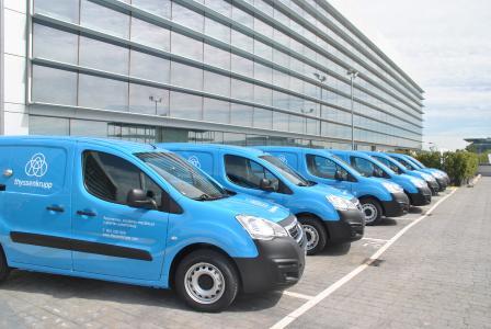 Volle Fahrt voraus: thyssenkrupp setzt bei neuer Wartungsfahrzeugflotte in Spanien und Portugal auf markentypisches Blau