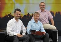 Dr. Alexander Herb (links) mit Volker Munderich (Mitte) und Martin Händel (rechts)