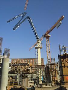 Für die vertikale Bauweise wird ein Putzmeister MX 34-4 Verteilermast mit einer horizontalen Reichweite von 34 m verwendet.