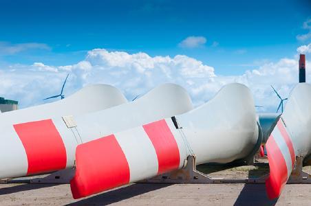 LAP wind blades. (c) pwrmc/Shutterstock.com