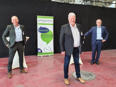 Peter Kuhne (Gesellschafter der Kuhne Group), Stefan Hagen (Präsident der IHK Bonn/Rhein-Sieg) und Thomas Wildt (CEO der Hennecke Group) bei der Pressekonferenz zur Vorstellung der Kunststoff-Initiative Bonn/Rhein-Sieg