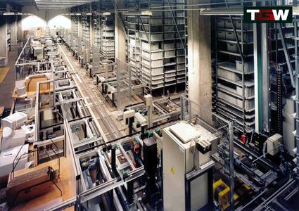 ERCO's 8-aisle tray warehouse implemented by TGW, that has been operated in two shifts since 1998, is now modernised (Source: TGW Logistics Group GmbH)