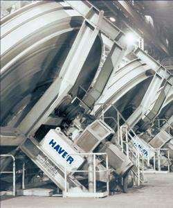 HAVER & BOECKER will present at bauma 2010 a gigantic pelletising plate to mirror the systematic continuous development of the HAVER SCREENING GROUP