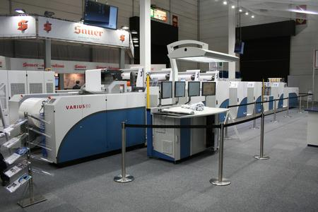 Varius 80, the format-variable unit for packaging rolls from KBA-MePrint: with a maximum web width of 800 mm and a printing speed of 400 m per minute, the Varius 80 is able to work with stock between 30 µm and 800 µm thick and has an adjustable printing length of 21-34 inches
