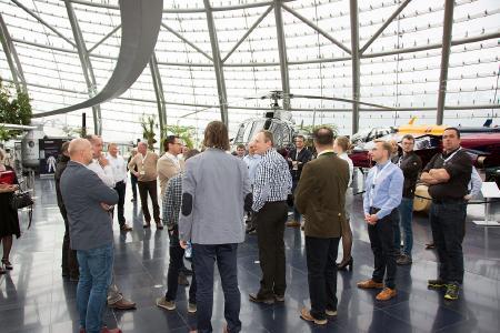 In Salzburg erfolgte eine Führung durch RedBull-Hangar / Bild: YellowFox