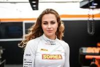 Autorennen klimaneutral: Formel-3-Pilotin Sophia Flörsch startet mit Ökostromanbieter Neckermann Strom im Esport Racing