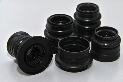 Protect the propshaft bearing from dirt and water: Propshaft boots with separated or integrated splash protection disc from ContiTech