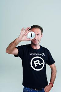 Designer Werner Aisslinger und ein Beispiel aus der neuen Serie R.classic von Berker.
